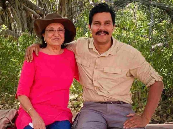 Randeep Hooda with his mother Asha Hooda.