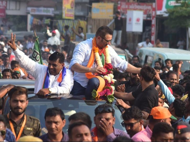 BJP MP Sunny Deol interacting with people and helping them.