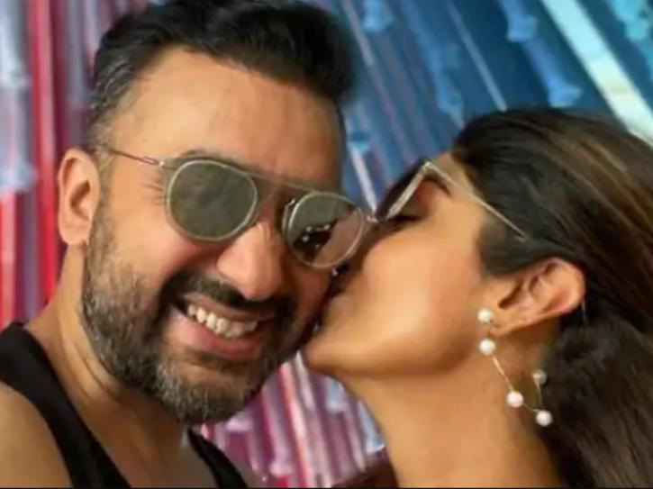 A photo of Shilpa Shetty kissing Raj Kundra.