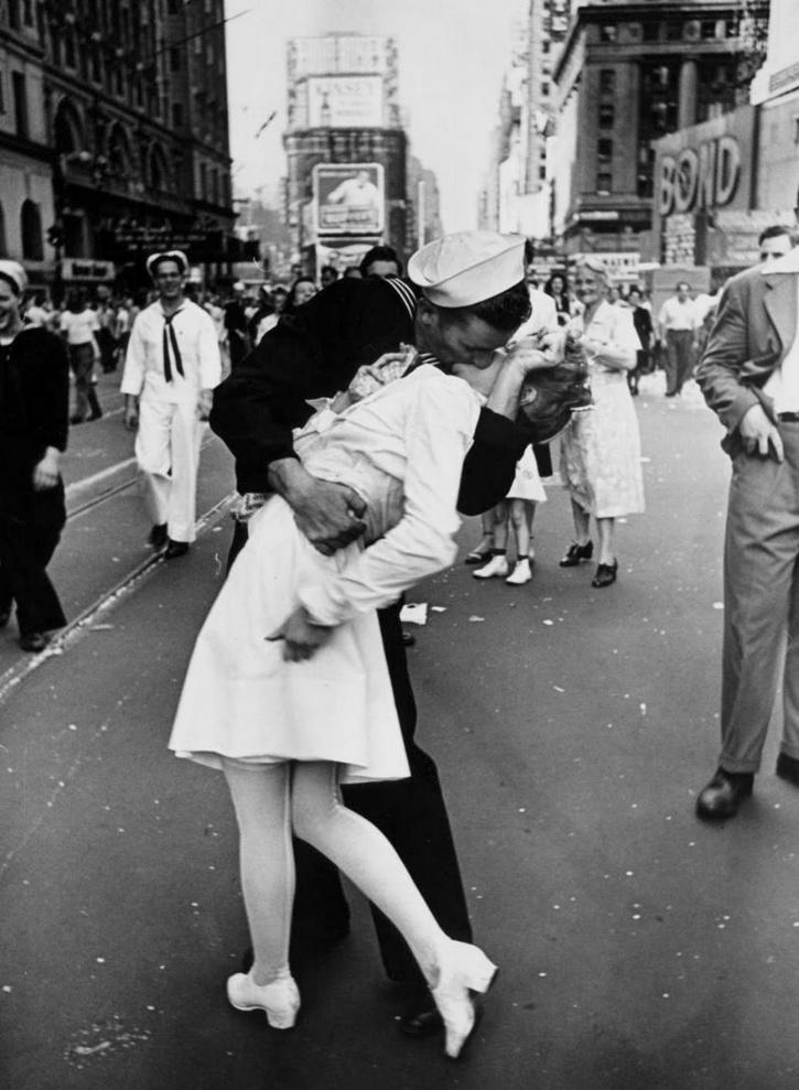 V-J Day in Times Square by Alfred Eisenstaedt, 1945