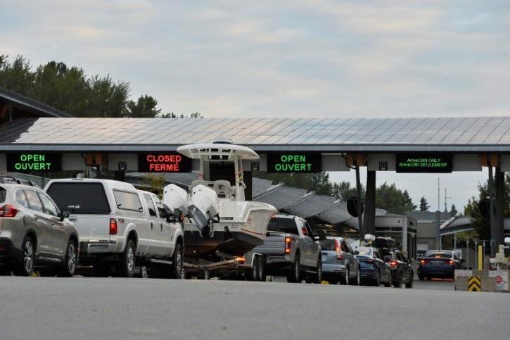 traffic jam on canada border