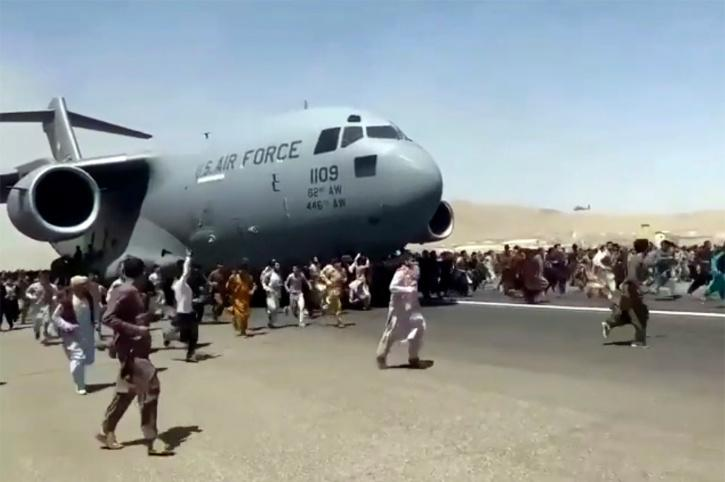 Afghans tries to flee the country