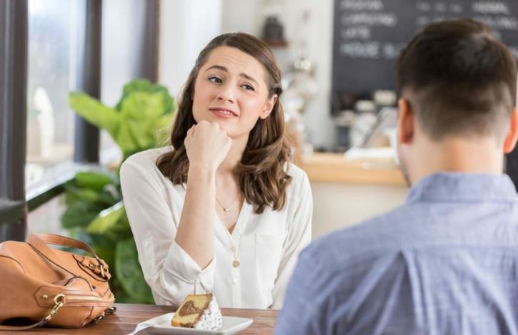 girl having a bad date