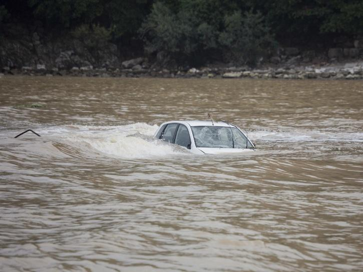 Man submerges SUV into Yakima River to 'fill up' radiator