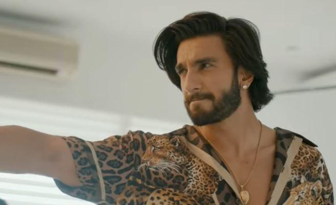 The clip ends on an emotional note Alia is seen embracing Ranveer.