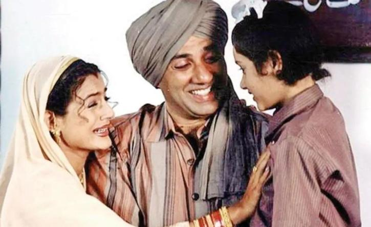 Gadar created history at the box office. Ameesha Patel and Sunny Deol's movie was released with Lagaan, and for the first time in history, movie-makers watched two simultaneous shows of these blockbusters!