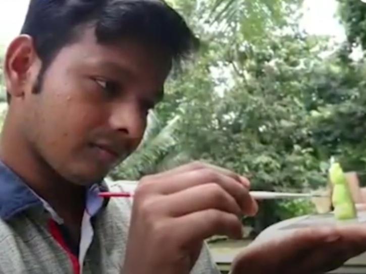 rakesh carving his statue