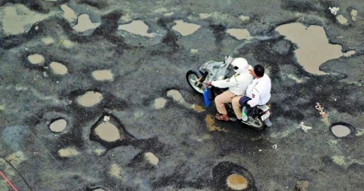 india roads potholes