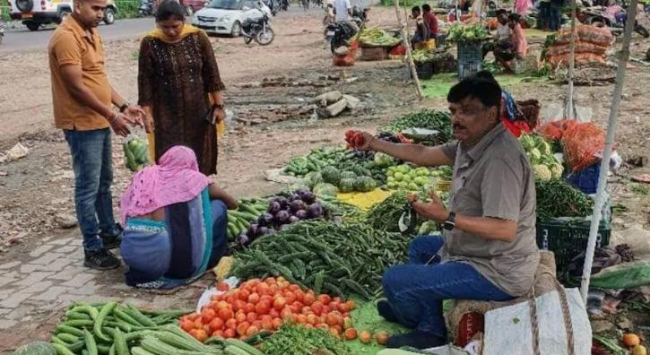 IAS selling vegetables