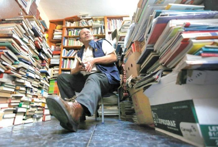 This Man Saved 20,000 Books From The Trash And Started A Library For Poor Kids