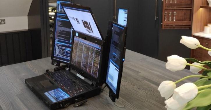 Expanscape Aurora 7 seven screen laptop