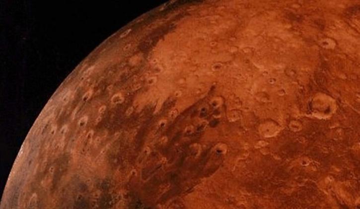 태양을 향한 경사면에서 RSL을 시연 한 MRO (Mars Reconnaissance Orbiter)는 시간이 지남에 따라 계속 출현하거나 확장되었습니다.