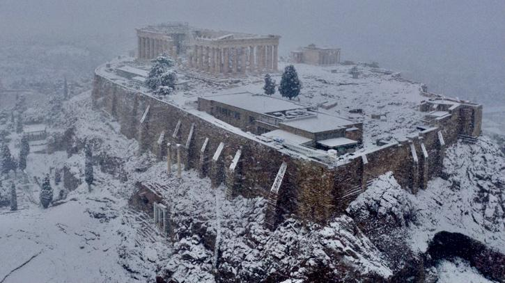 Parts of Athens experienced electricity cuts from downed power lines