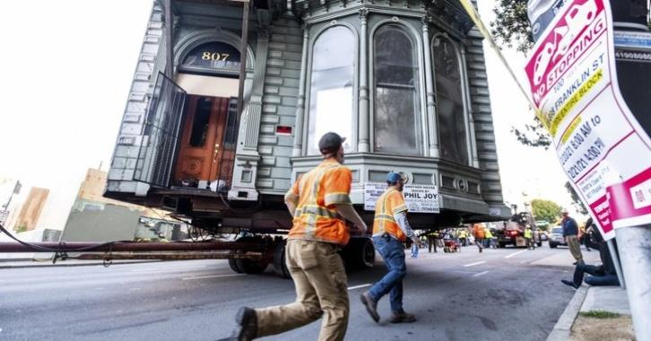 After 139 years at 807 Franklin St. in San Francisco, a two-story Victorian house has a new address.