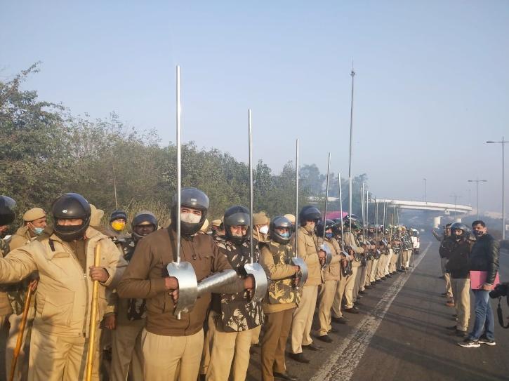 Delhi police farmers