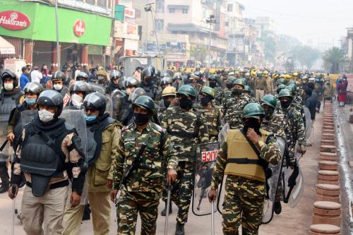 Heavy deployment of security forces after the court order, t