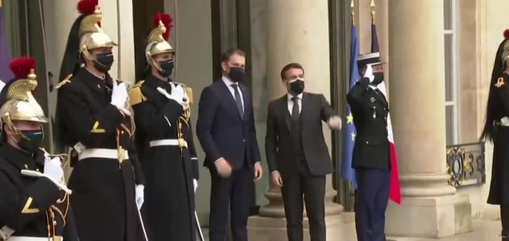 Macron holds umbrella for Slovak leader