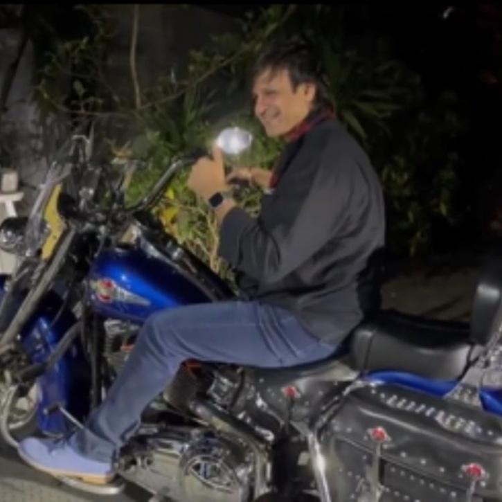 Vivek Oberoi riding a bike without helmet and mask in Mumbai / Vivek Oberoi Instagram
