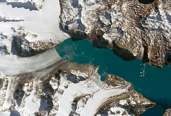 Neumayer Glacier shrinks on South Georgia Island (January 11, 2005 - September 14, 2016)