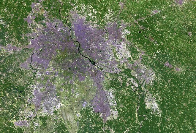Urban expansion in New Delhi, India (March 14, 1991 - March 2, 2016)
