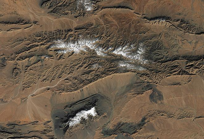 Rare snow falls at the edge of the Sahara Desert  (December 16, 2016 - December 27, 2016)