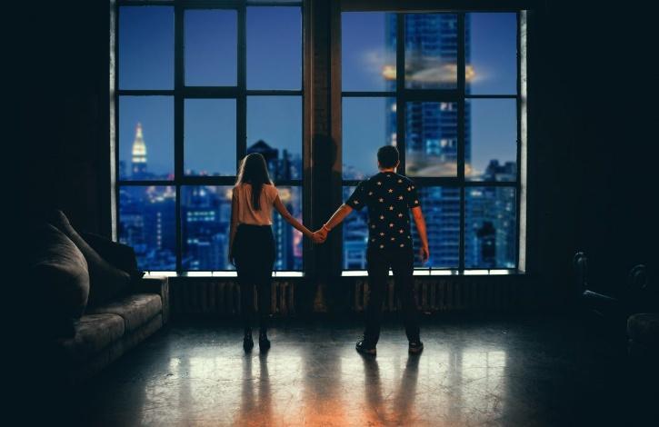 Australian health authorities ask couple to social distance