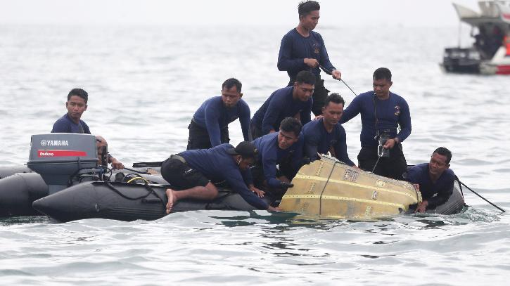 Missing Indonesian Sriwijaya Air plane believed to have crashed off Jakarta
