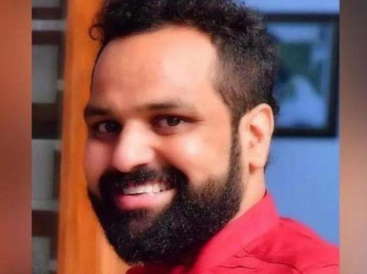 Son of Kerala CPI(M) leader Kodiyeri Balakrishnan Bineesh Kodiyeri appeared before ED over charges of links with an accused in drugs case.