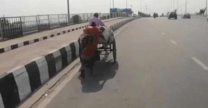 biker helps rickshaw puller
