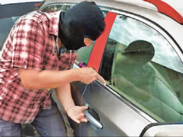 car-thief-5ff82589247fc