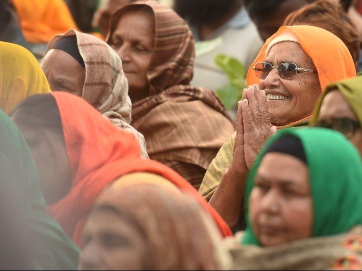 Rabbi Shergill, Harbhajan Mann, Swara Bhasker, Arya Babbar, Jaazy Bains, Noor Chahal and Gurpreet Saini at Tikri border concert during farmers