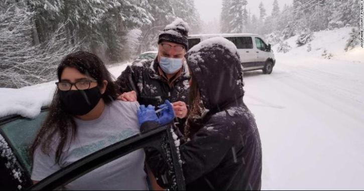 snow-storm-covid-vaccines-oregon-6014f50e3defd