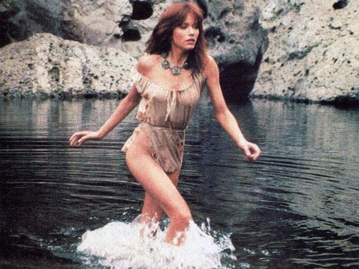 Bond Girl Tanya Roberts Collapses After Taking Her Dogs For A Walk, Passes Away At 65