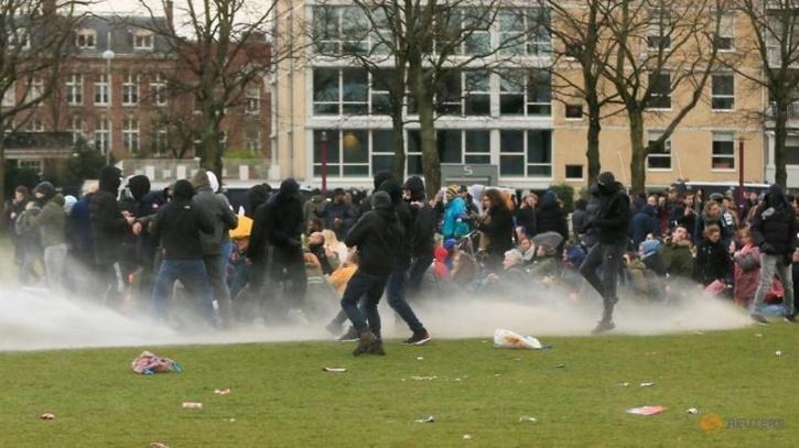 tear-gas-police-600fb5ba5252e