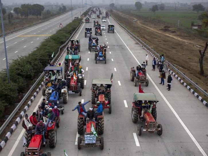 tractor-parade-6009580768e0e