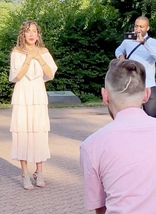 man proposes to girl