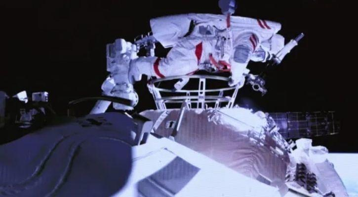 china spacewalk