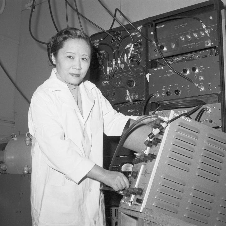 chien shiung wu in a lab