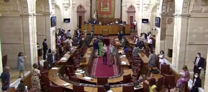 politicians applauding after rat got caught