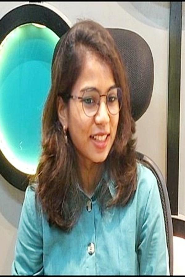 Meet Shweta Parmar, One Of India's Only Four Licensed Civilian Woman Skydiver; Gujarat's First
