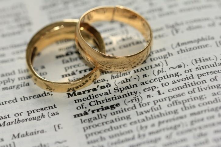 separate wedding rings