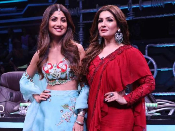 Shilpa Shetty and Raveena Tandon in Super Dancer Chapter 4.
