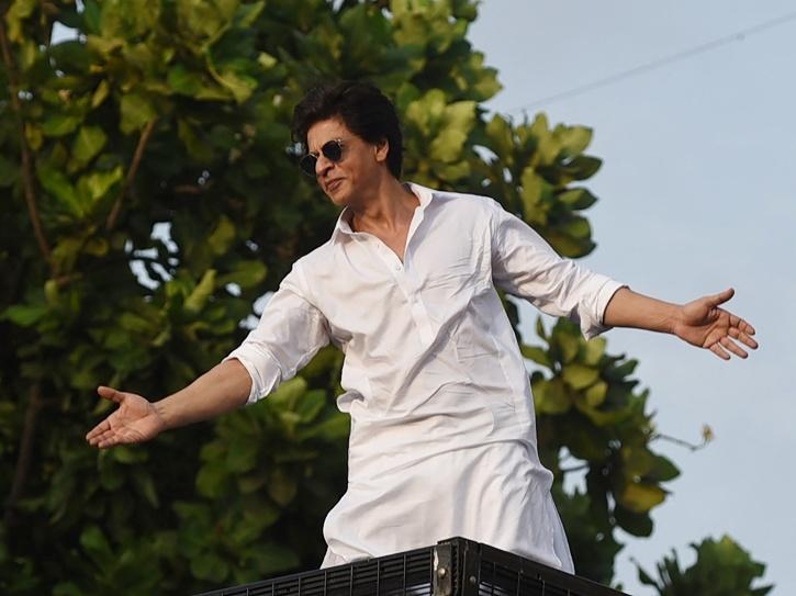 SRK Thanks Fans On Completing 30 Glorious Years In Bollywood, Says