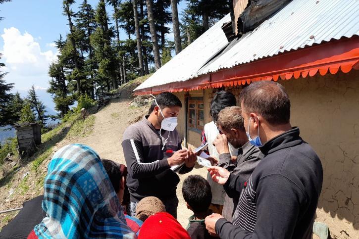 Heath Workers Trek Hills To Vaccinate People At LoC In Kashmir