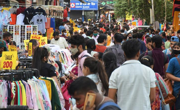 Delhi Unlock Market crowd