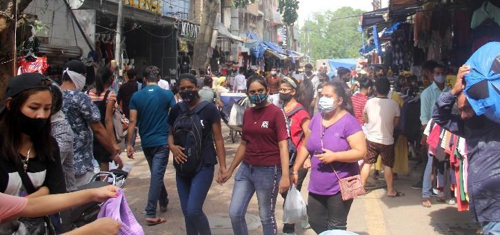 Delhi Unlock crowds in market