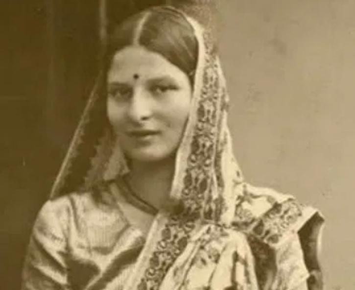 Savitribai Khanolkar pvc