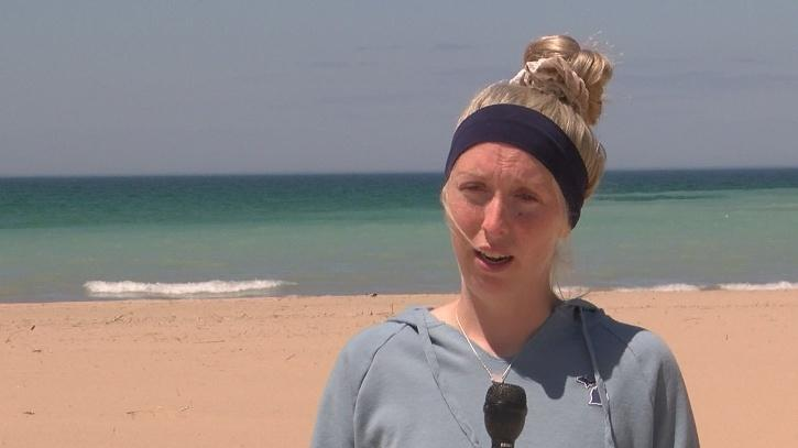 Pregnant woman saves three children from drowning