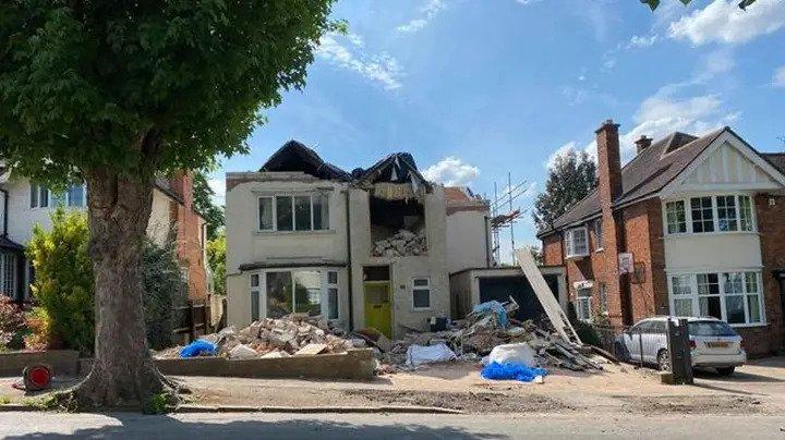 builder demolishes house over unpaid bill