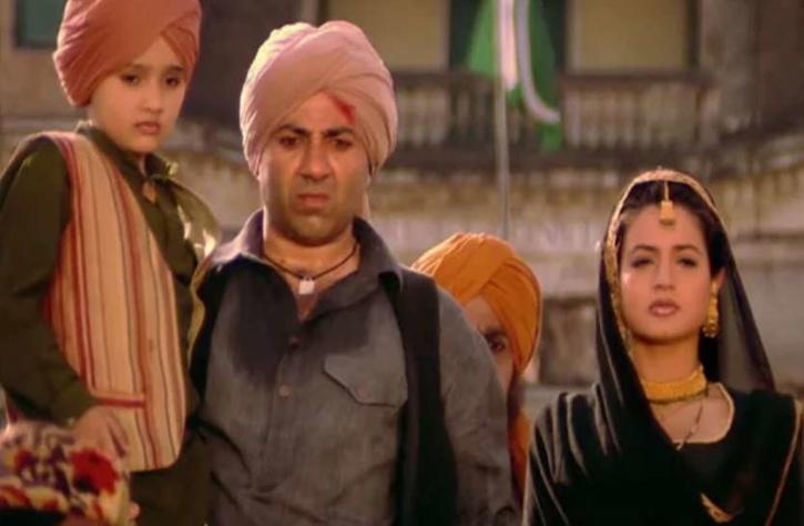 Ameesha Patel, Sunny Deol and Utkarsh Sharma in Gadar / Twitter